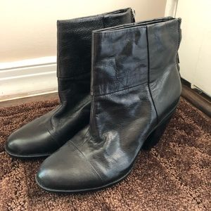 NWOT Bandolino Leather Ankle Booties